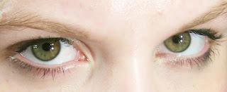 كيف تعرف ان الشخص يحبك من عيونه