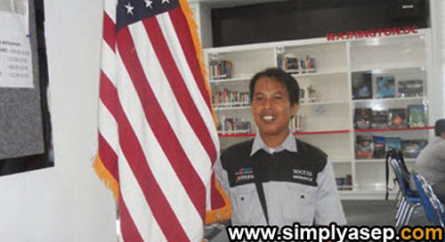 Taking a photo with American flag at American Corner UNTAN a few years ago. I am obviously interested in pursuing CCIP scholarship next yer 2018.  Insya Allah.  Foto IST