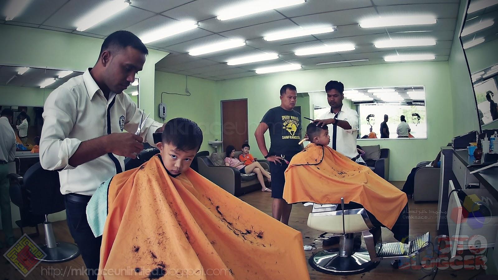Both Haziq Haircut   Ravi. Sebut nak gunting rambut je sakan nak ngikut.  Bagus la. So. Dah senang sikit dah team jantan la ni. Start kereta terus gi  ravi. 0d551a1dbf