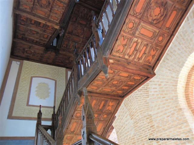 escalera de madera castillo de Belmonte Cuenca