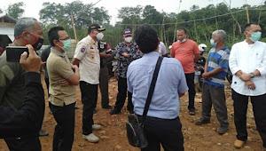 Diduga Belum Mengantongi ijin, Pembangunan Peternakan Kandang Ayam di Desa Cibukamanah Ditutup Paksa