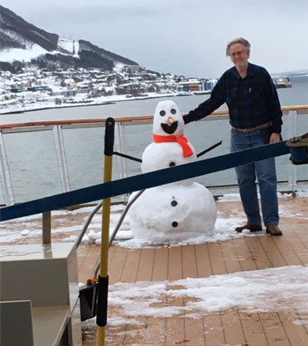 Resident Astronomer inspects snowman built by crew of Viking Sky off coast of Norway (Source: Palmia Observatory)