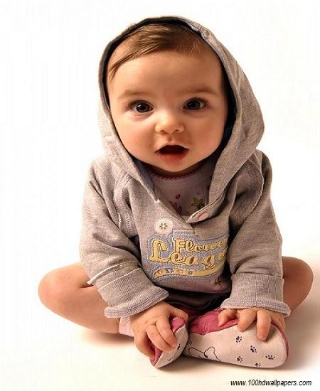 Petit bébé garçon mignon