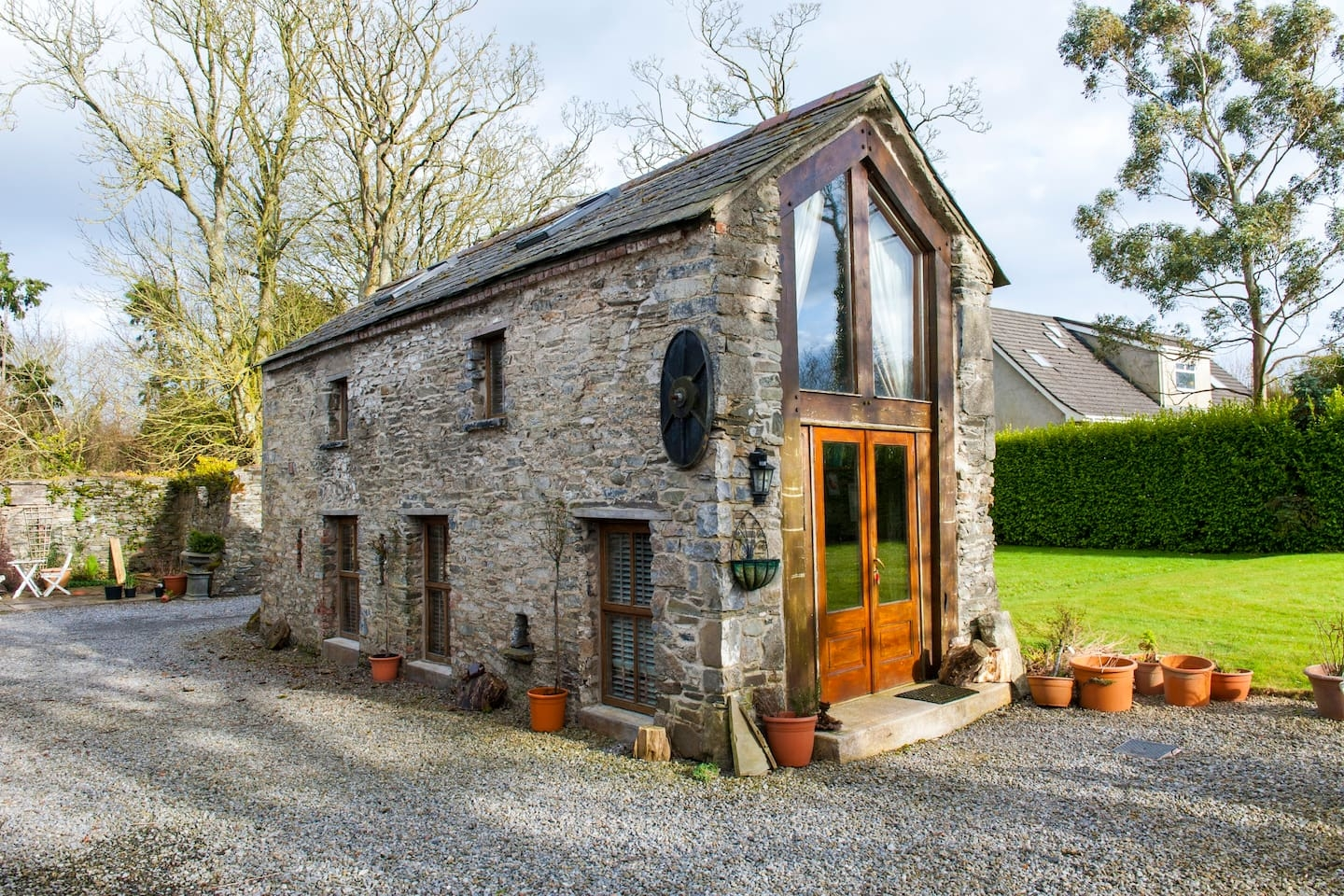 12-Airbnb-Architecture-with-the-13th-Century-Stone-Barn-Conversion-www-designstack-co