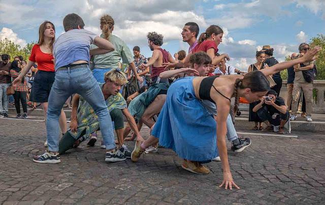 performance Pont Louis-Philippe, les traversées du Marais & Micadanses