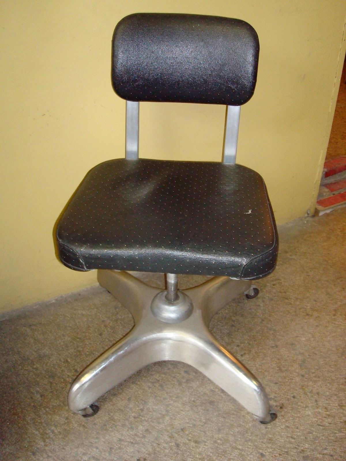 Mid Century Machine Age Good Form Aluminum Tanker Desk Chair