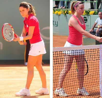 Ana com roupa de tenista ao lado sofia com roupa semelhante vermelha