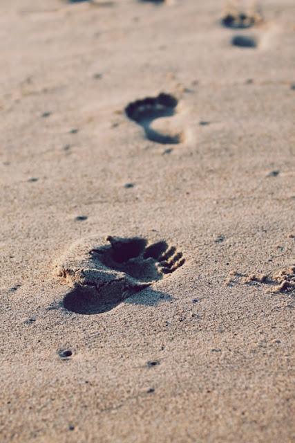 footprints, sand