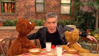 Johnny Gotcha, Tom Bergeron, Baby bear, curly bear, Sesame Street Episode 4412 Gotcha season 44