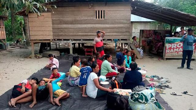 Pengungsi Gempa Palu Tidur di Jalan dalam Kelaparan