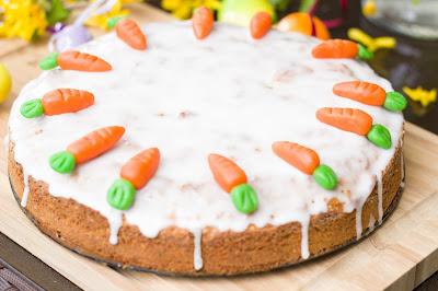 Saftiger Karottenkuchen mit Zitronenglasur