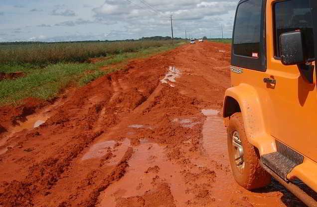 ketika Mobil terjebak lumpur