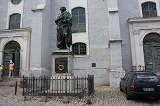 Herderdenkmal vor Herderkirche