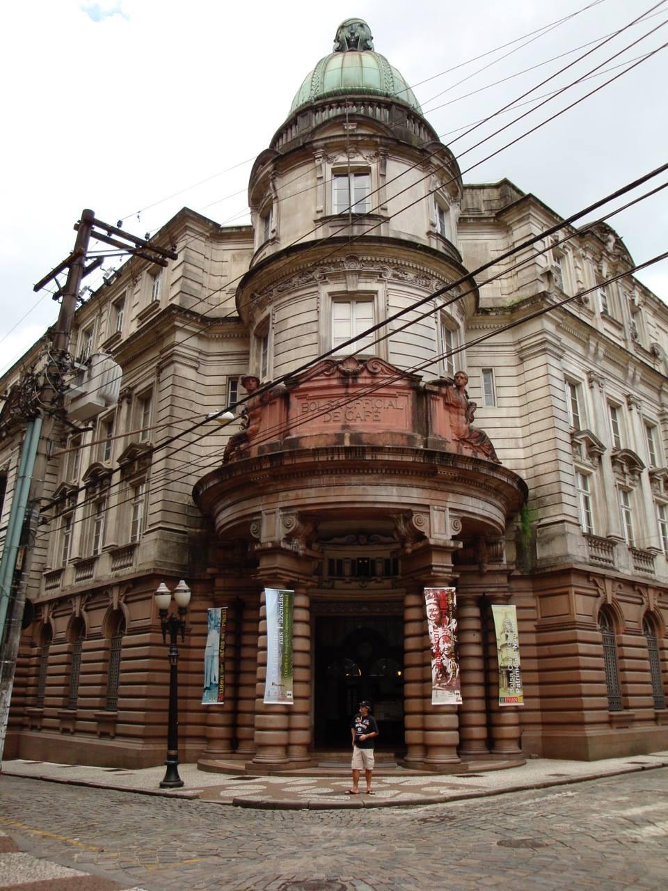 f091fb116d Instalado no belíssimo prédio da Bolsa Oficial de Café