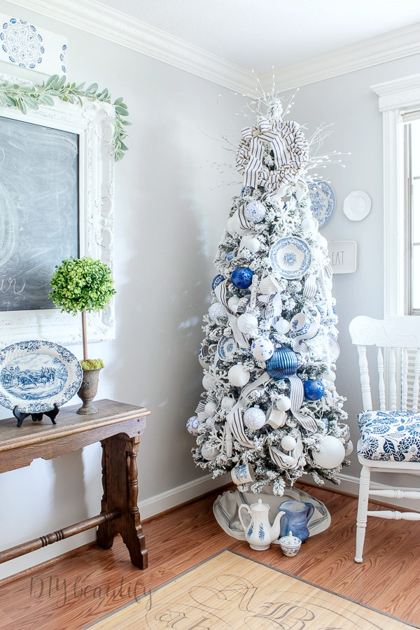 French farmhouse Christmas tree by DIY beautify