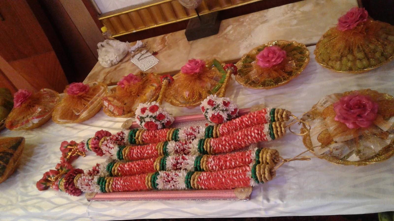 Seer varisai plates arathi plates seer varisai thattu for Arathi thattu decoration