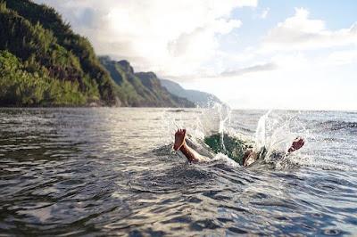 مدرب,سباحة,عربي,يوضح,مخاطر,السباحة,في,أنهار,وبحيرات,النمسا,وألمانيا