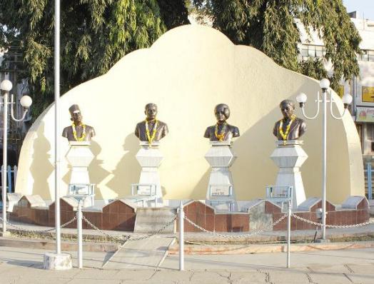 सोलापूरचा 'मार्शल लॉ' आणि चार हुतात्मे (True Story of British Martial Law in Solapur During Freedom Struggle)