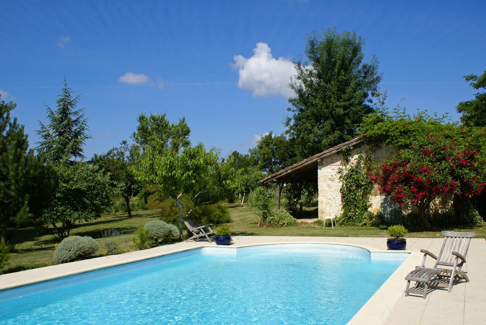 astuces entretenir sa piscine pendant l 39 t conso collab. Black Bedroom Furniture Sets. Home Design Ideas