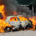 चलती कार में अचानक भड़की आग, चालक ने ऐसे बचाई जान