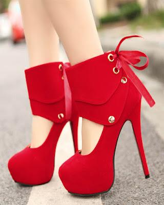 tacones cerrados rojos elegantes de moda