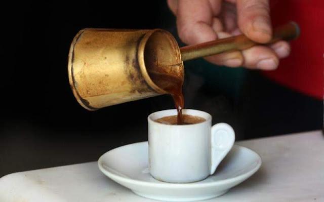 3.000 πρόστιμο και 15 μέρες λουκέτο σε καφενείο που σέρβιρε πελάτες
