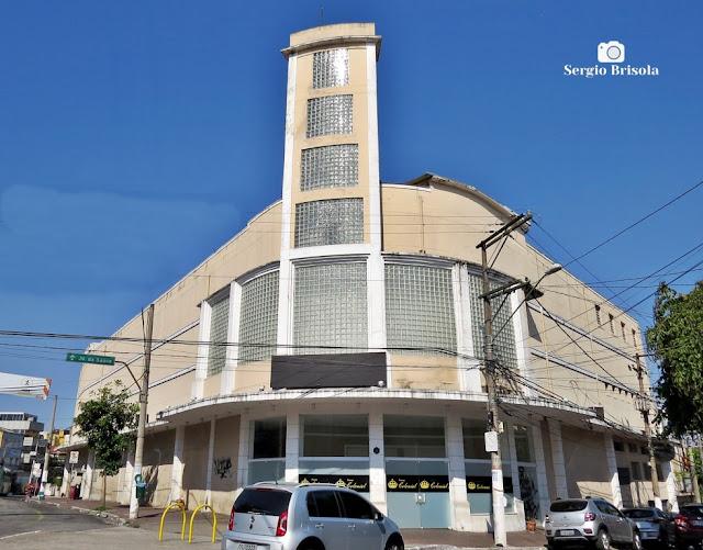 Vista ampla da antiga edificação que abrigou no passado o Cine Estrela - Vila da Saúde - São Paulo