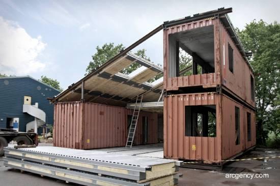 Casa de bajo costo en construcción con contenedores reciclados