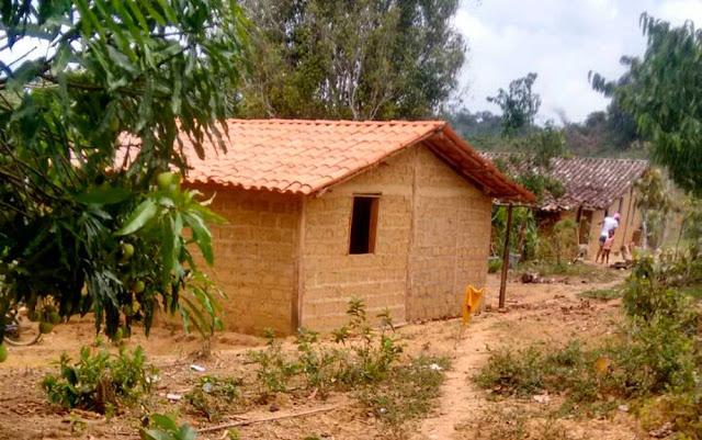 Casa da mãe de Aloísia na Bahia, onde ela morou antes de deixar Valença com destino à Salvador (Foto: Arquivo Pessoal)
