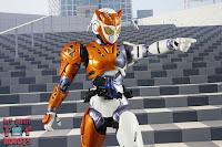 S.H. Figuarts Kamen Rider Valkyrie Rushing Cheetah 25