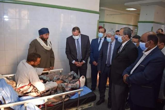وفد من مجلس جامعة سوهاج في زيارة للمستشفي الجامعي للاطمئنان علي مصابي حادث القطار