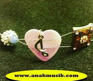 Lagu Yang Enak Didengar Saat Jatuh Cinta (Paling Romantis)