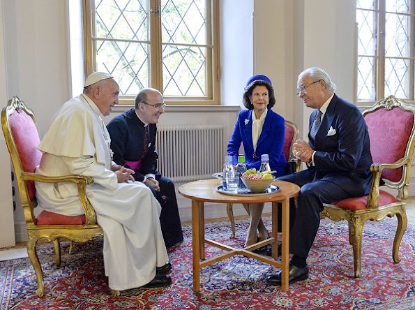 Pope Francis attend a meeting with Queen Silvia of Sweden and King Carl Gustav of Sweden at the king's House monument in Lund