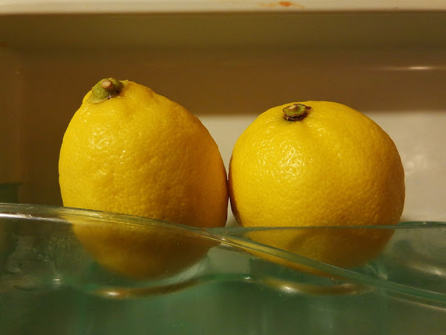 Fresh lemons are a useful cleaning product