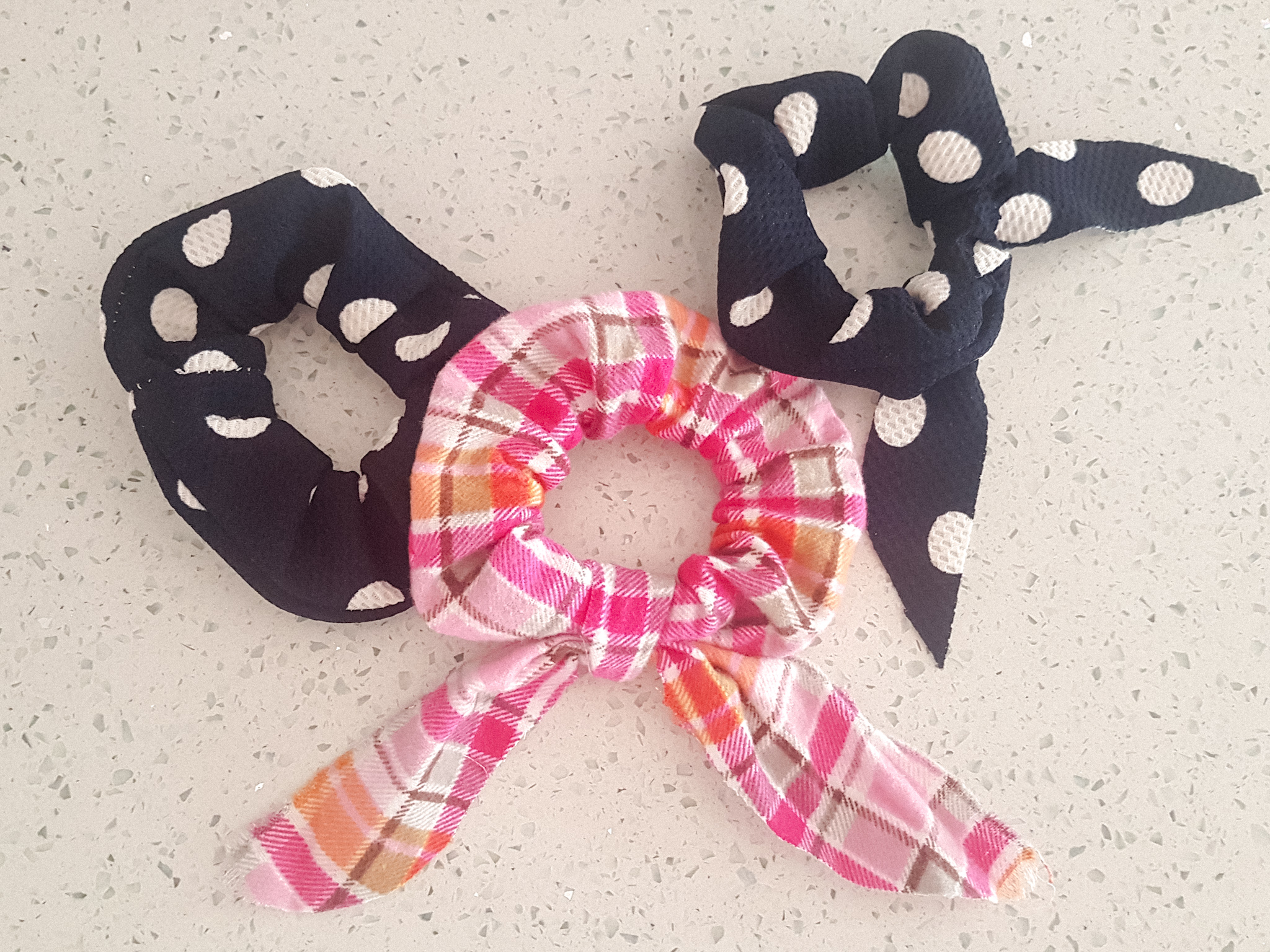 An easy and simple diy on how to make a hair scrunchie by Plaid and SUgar