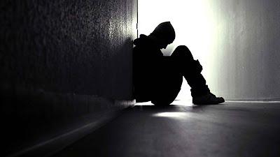 sedih sendirian