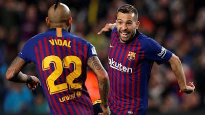 Jordi Alba e Vidal, Barcelona x Real Sociedad (Foto: REUTERS/Albert Gea)