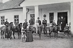 Rodzina Stempowskich przed dworkiem w Hucie Czernielowickiej