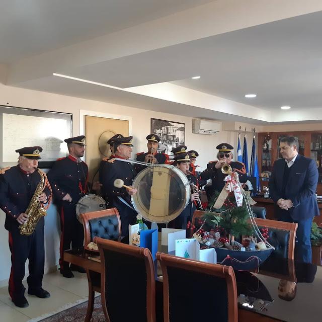 Κάλαντα των Χριστουγέννων στον Δήμαρχο Άργους Μυκηνών κ. Δημήτρη Καμπόσο (βίντεο)