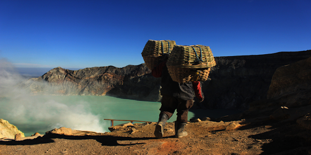 Ijen Morning Tour Banyuwangi, visit to ijen crater volcano east java ( kawah ijen ) in morning day, it's good time to see the beauty of the lake, active volcano of Ijen crater and see direct traditional miners work every day in the ijen take the sulfur from crater, for by the turist travel to ijen crater volcano can be from : ijen crater from bali, ijen crater  from Surabaya, ijen crater  from banyuwangi, beside in morning day the ijen itself has beauty of the lake, is also in the night day (ijen night tour), the ijen crater itself has uniqueness of  blue fire ( blue flame),  in Indonesia mention it (api biru ) which is because the outburst gas from active volcano Ijen sulphur containing methane gas, so it produces blue fire, and the occurrence of blue fire ijen only at night day (ijen blue fire tour). Ijen tour price in morning day at the time normaly day is : Rp. 600.000/person. At the time is weekend the price is differend, ijen crater, ijen crater tours, ijen Tour Package, kawah ijen tours, ijen tour and travel banyuwangi, ijen volcano tour, ijen volcano Indonesia, ijen volcano from banyuwangi, ijen travel, kawah ijen banyuwangi, kawah ijen tour, kawah ijen trip, ijen crater tour, ijen crater blue fire, ijen crater guesthouse, ijen crater tour from banyuwangi, ijen crater tour bali, ijen crater tour price, ijen crater night tour, kawah ijen night, ijen blue fire, bluefire ijen crater, blue fire ijen tour , blue fire kawah ijen, ijen blue flame tour, blue flame gunung ijen, blue flame sulphur ijen, blue flame gunung ijen, blue flame kawah ijen volcano.