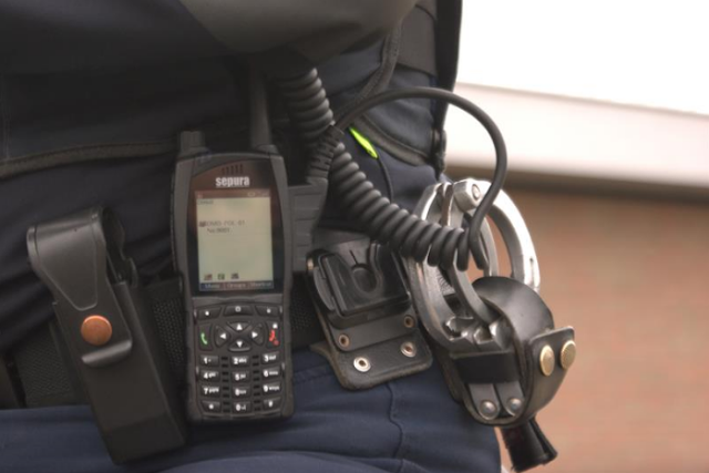 Αστυνομικός «νοίκιαζε» για 2.000 ευρώ το μήνα το υπηρεσιακό του ασύρματο σε κακοποιούς