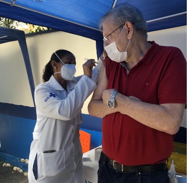 Jornalista Milton Neves toma a 2ª dose da Vacina Coronavac, após 5 tentativas, o Jornalista e Apresentador conseguiu tomar a esperada vacina.