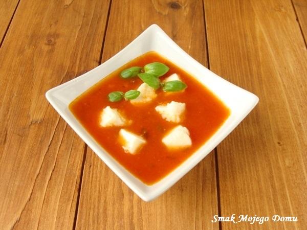 Kremowa zupa pomidorowa a'la Caprese