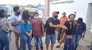 Classe artística de Pedreiras protesta em frente à Câmara Municipal após sessão