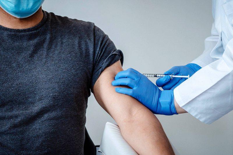 Las primeras vacunas podrían llegar entre enero y marzo