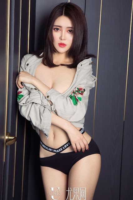 Hot and sexy photos of beautiful busty asian hottie chick Chinese babe model Meng Qi photo highlights on Pinays Finest Sexy Nude Photo Collection site.