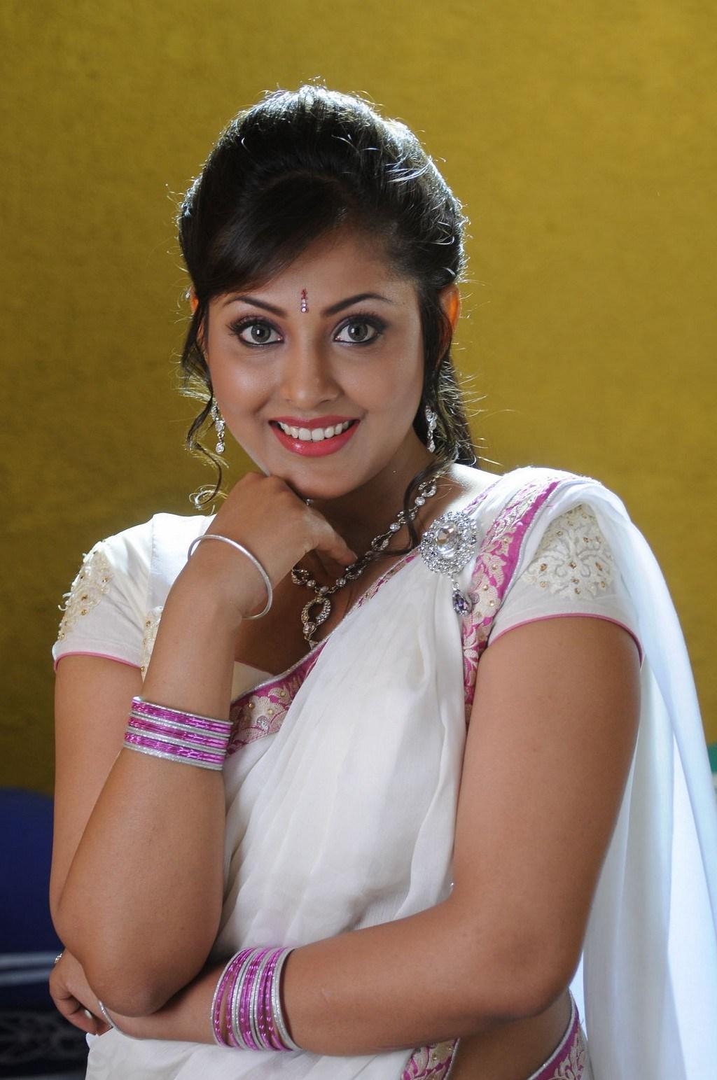 Madhu Shalini Hot Photos In White Saree