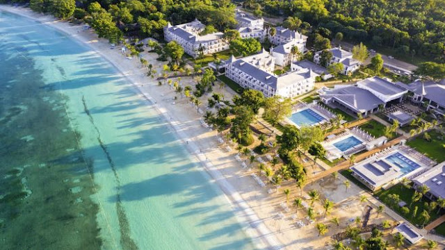 The Riu Palace Tropical Bay Hotel is located on Negril Beach, one of Jamaica's most stunning. This 24-Hour All-Inclusive hotel is one of the best hotels in Negril thanks to its comprehensive facilities and the exclusive services that characterise RIU Hotels & Resorts.