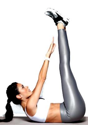 Abdominales extensión elevación piernas mujer rutina