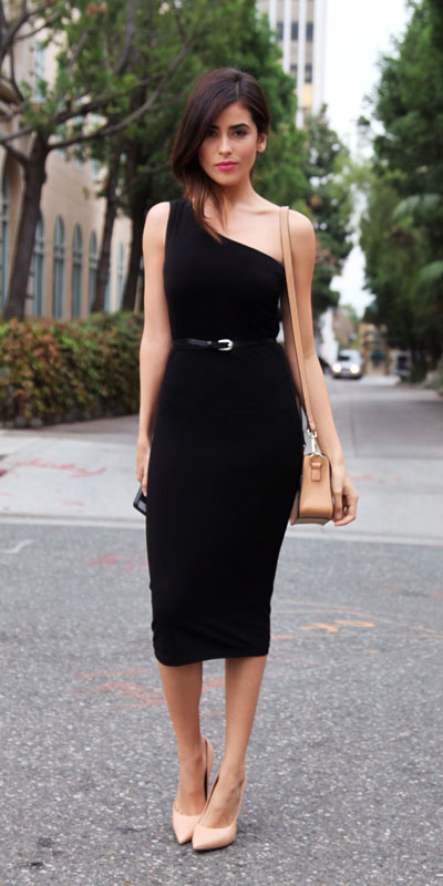 Need Style Inspiration for Fall Season. See these 31 Most Popular Fall Outfits to Truly Feel Fantastic. Fall Style via higiggle.com | black dress | #fall #falloutfits #style #dress